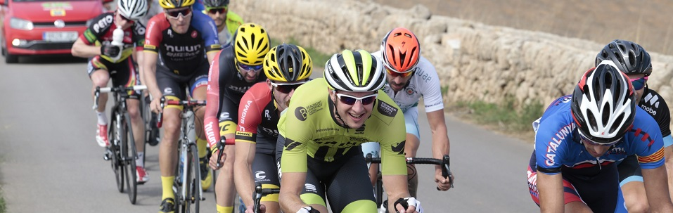 palma   Carrera y llegada a meta (12:45 aprox.) de la prueba de la Copa de Europa de Masters de ciclismo en la Platja de Palma  foto miquel a. cañellas